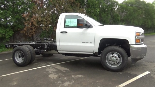 2016 Silverado 3500 Regular Cab 4x4, Cab Chassis #T161397 - photo 3