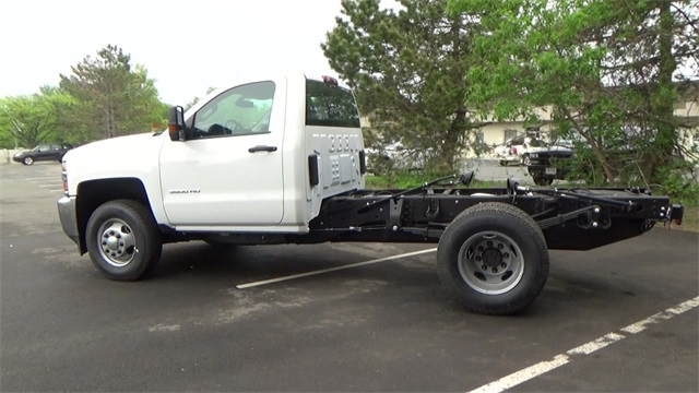 2016 Silverado 3500 Regular Cab 4x4, Cab Chassis #T161397 - photo 4