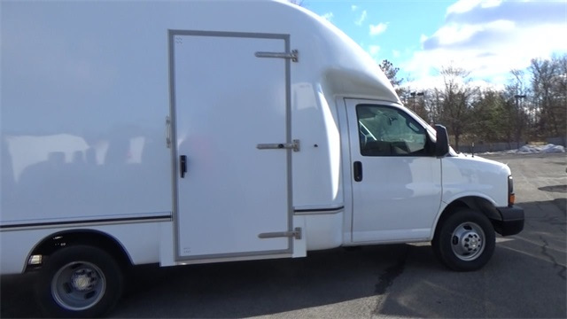 2016 Express 3500, Cutaway Van #T162140 - photo 16