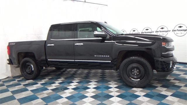 2017 Silverado 1500 Crew Cab 4x4, Pickup #T170176 - photo 10