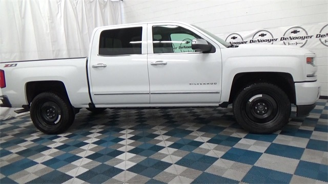 2017 Silverado 1500 Crew Cab 4x4, Pickup #T170191 - photo 3