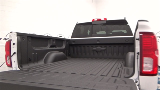2017 Silverado 1500 Crew Cab 4x4, Pickup #T170191 - photo 21