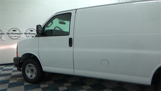 2017 Express 2500 Cargo Van #T170338 - photo 4