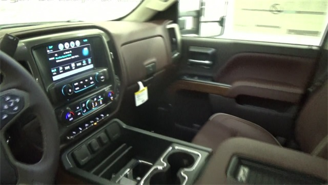 2017 Silverado 3500 Crew Cab 4x4, Pickup #T170755 - photo 15