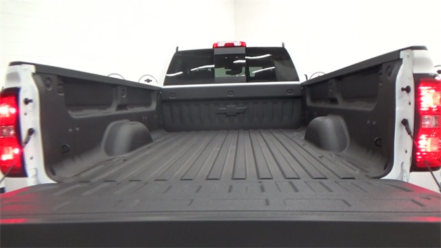 2017 Silverado 3500 Crew Cab 4x4, Pickup #T170755 - photo 21