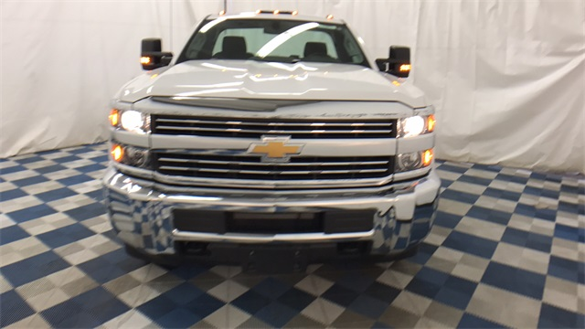 2017 Silverado 3500 Regular Cab 4x4 Cab Chassis #T170770 - photo 3