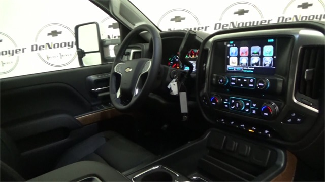 2017 Silverado 3500 Crew Cab 4x4, Pickup #T170780 - photo 29