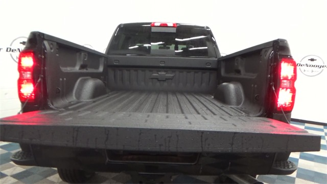 2017 Silverado 2500 Crew Cab 4x4, Pickup #T170942 - photo 16