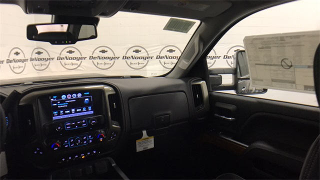 2017 Silverado 2500 Crew Cab 4x4, Pickup #T171176 - photo 22