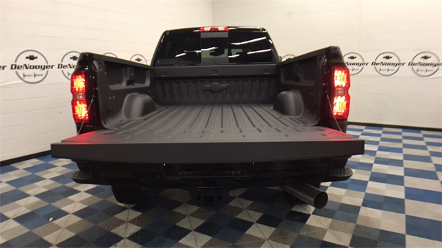 2017 Silverado 2500 Crew Cab 4x4, Pickup #T171176 - photo 28