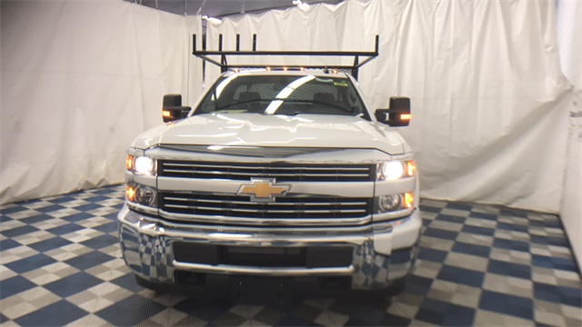 2017 Silverado 2500 Regular Cab 4x4, Service Body #T171372 - photo 3