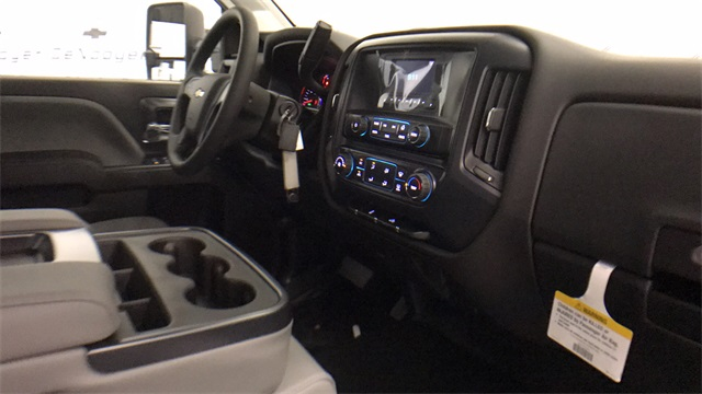 2017 Silverado 3500 Double Cab Cab Chassis #T171401 - photo 18