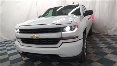 2018 Silverado 1500 Extended Cab 4x4 Pickup #T180171 - photo 4