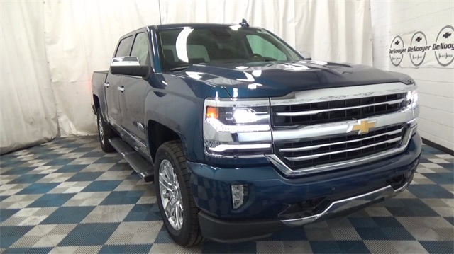 2018 Silverado 1500 Crew Cab 4x4, Pickup #T180208 - photo 3