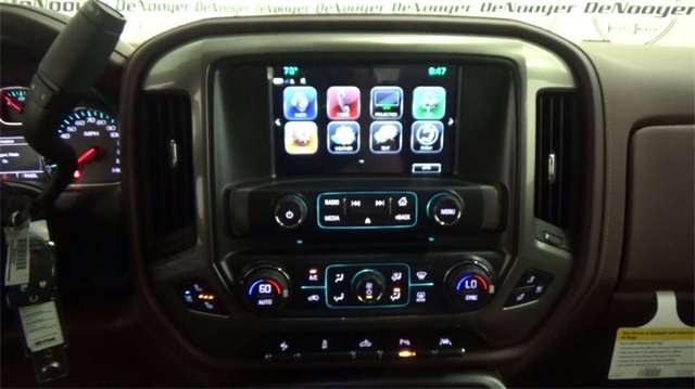 2018 Silverado 1500 Crew Cab 4x4, Pickup #T180208 - photo 17