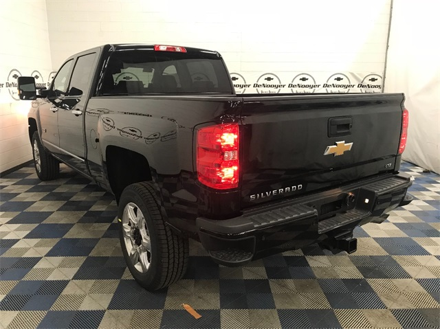 2018 Silverado 2500 Crew Cab 4x4 Pickup #T180234 - photo 6