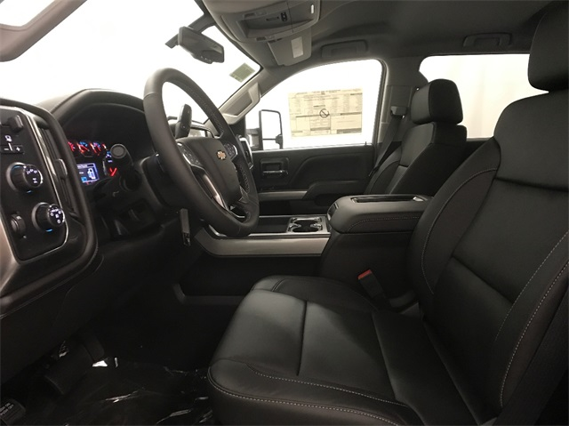 2018 Silverado 2500 Crew Cab 4x4, Pickup #T180235 - photo 20