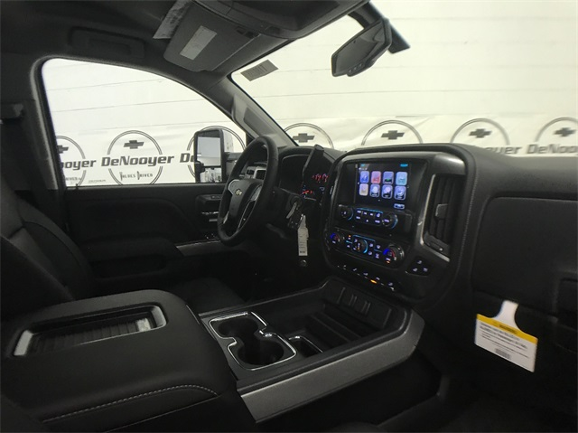 2018 Silverado 2500 Crew Cab 4x4, Pickup #T180235 - photo 26