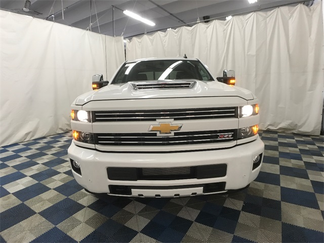 2018 Silverado 3500 Crew Cab 4x4, Pickup #T180249 - photo 4
