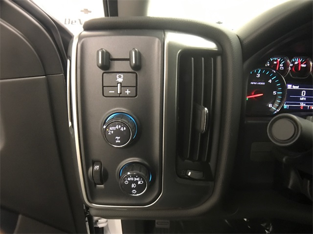 2018 Silverado 1500 Crew Cab 4x4 Pickup #T180273 - photo 13