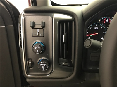 2018 Silverado 1500 Crew Cab 4x4, Pickup #T180522 - photo 10