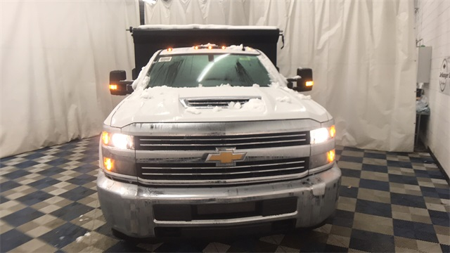2018 Silverado 3500 Regular Cab DRW 4x4, Dump Body #T181008 - photo 3