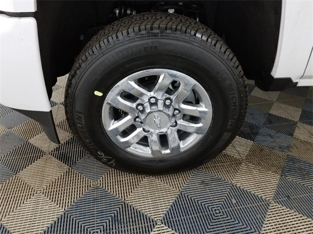 2018 Silverado 3500 Crew Cab 4x4, Pickup #T181457 - photo 5
