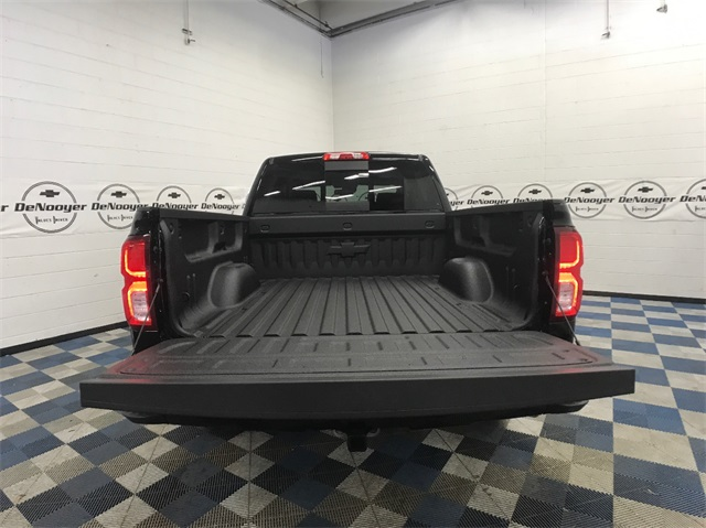 2018 Silverado 1500 Crew Cab 4x4,  Pickup #T181668 - photo 10