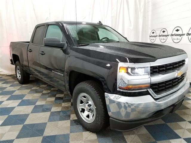 2018 Silverado 1500 Double Cab 4x4,  Pickup #T181948 - photo 1