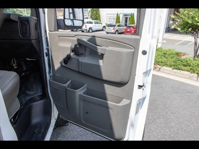 2016 Chevrolet Express 3500, Cutaway Van #1K4417 - photo 28