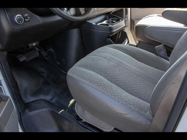 2015 Chevrolet Express 3500 4x2, Cutaway Van #1K4583 - photo 25
