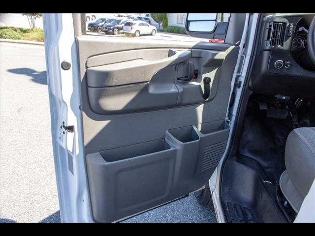 2015 Chevrolet Express 3500 4x2, Cutaway Van #1K4583 - photo 26