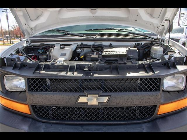 2015 Chevrolet Express 3500 4x2, Cutaway Van #1K5065 - photo 17