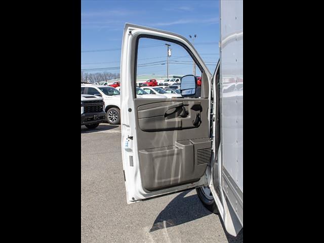 2015 Chevrolet Express 3500 4x2, Cutaway Van #1K5065 - photo 24