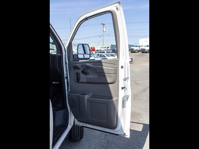 2015 Chevrolet Express 3500 4x2, Cutaway Van #1K5065 - photo 28