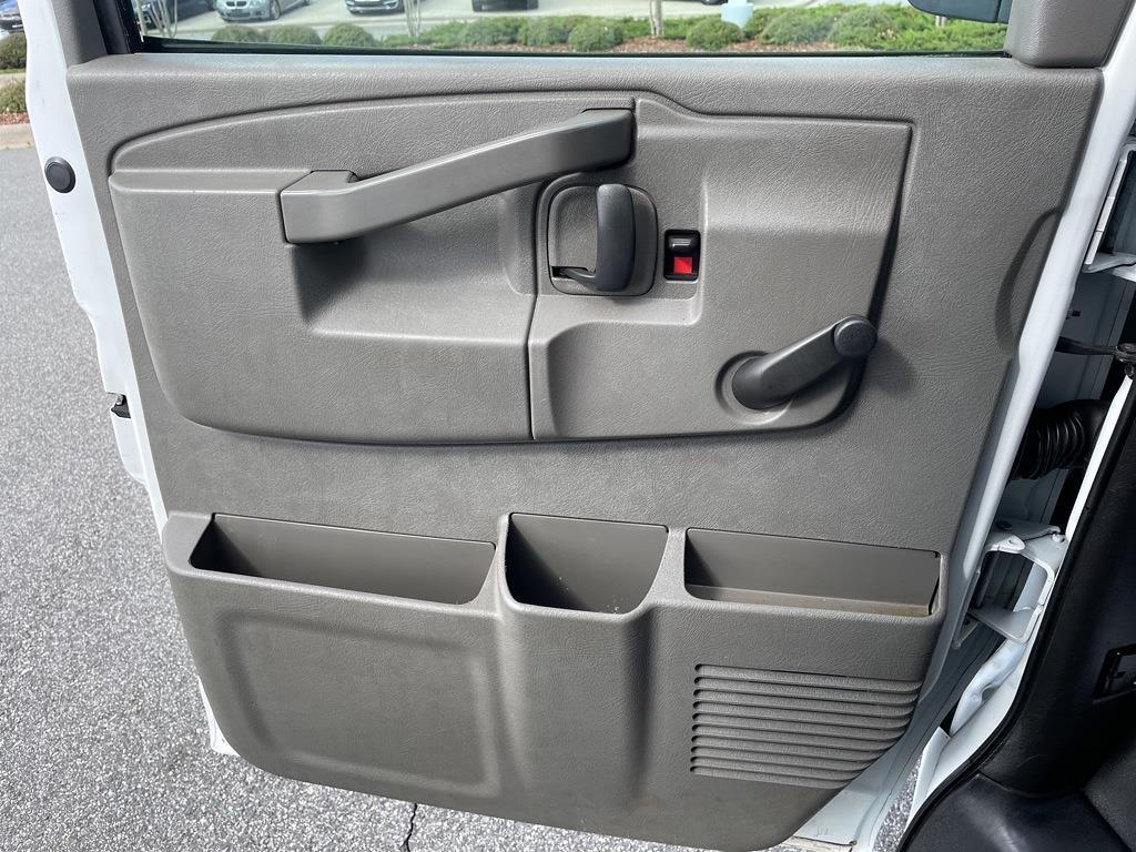 2016 Chevrolet Express 3500, Cutaway Van #1K5082 - photo 21