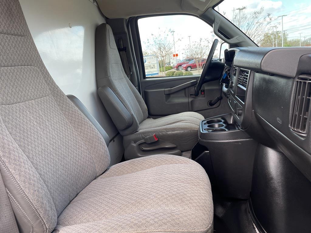 2016 Chevrolet Express 3500, Cutaway Van #1K5082 - photo 29