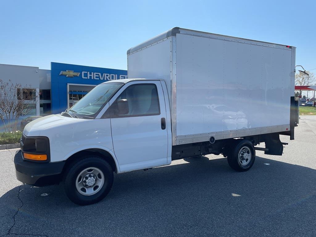 2016 Chevrolet Express 3500, Cutaway Van #1K5171 - photo 4
