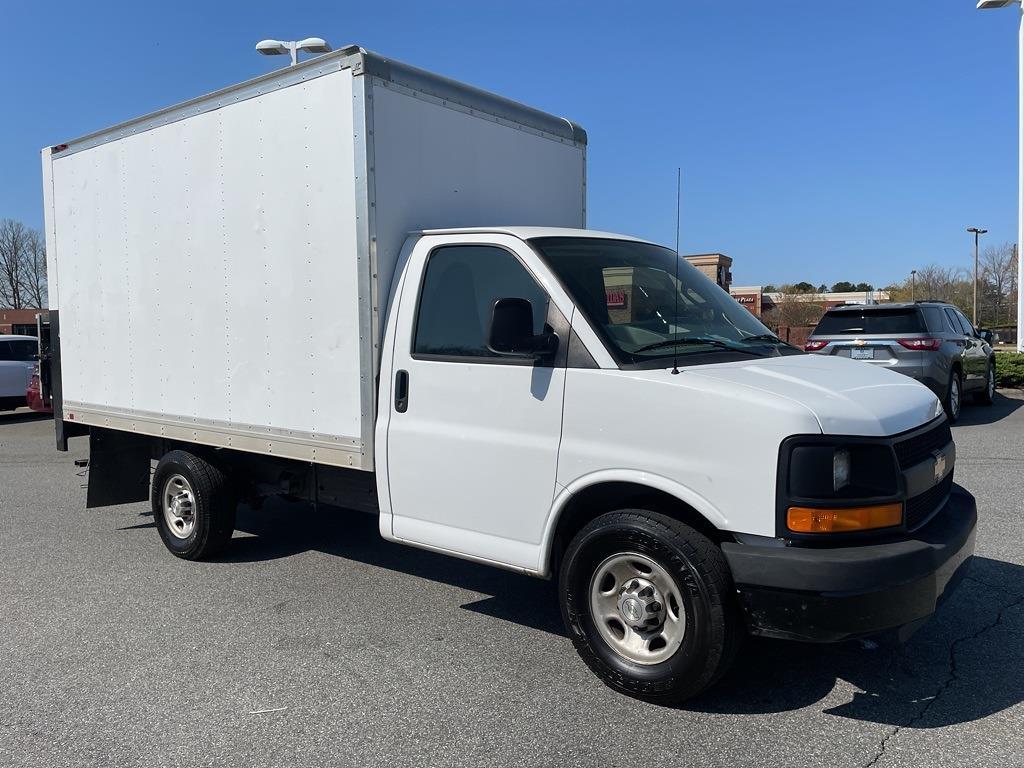 2016 Chevrolet Express 3500, Cutaway Van #1K5171 - photo 8
