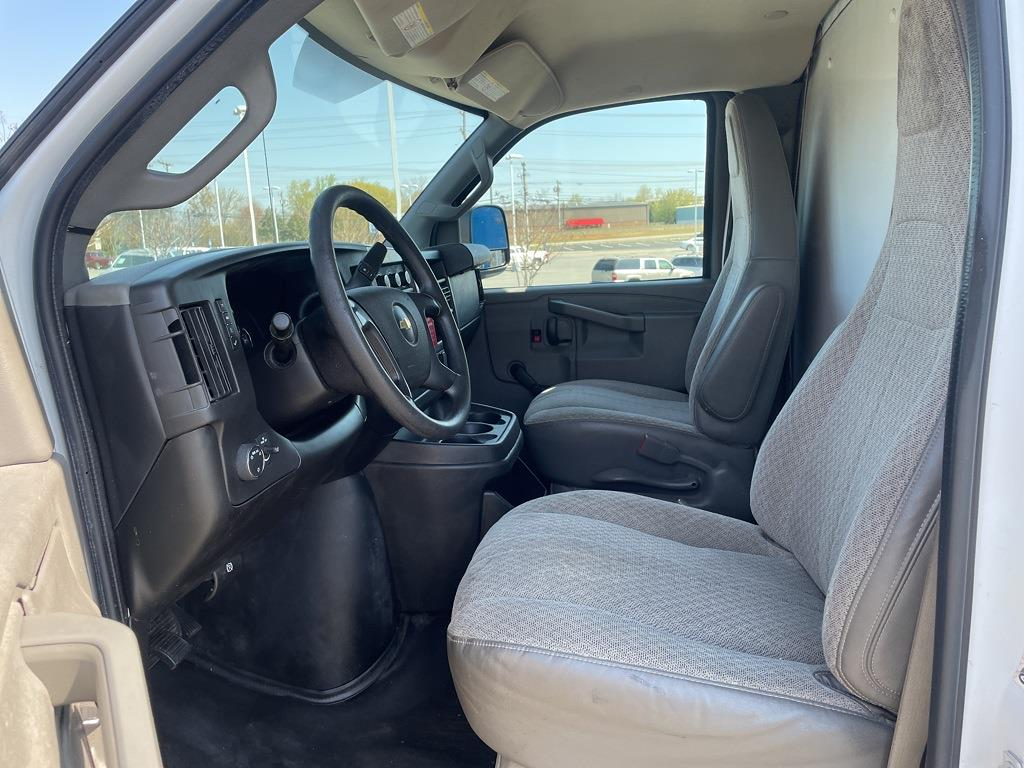 2016 Chevrolet Express 3500, Cutaway Van #1K5171 - photo 23