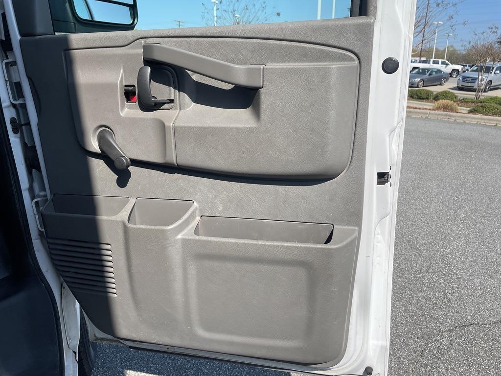 2016 Chevrolet Express 3500, Cutaway Van #1K5171 - photo 27