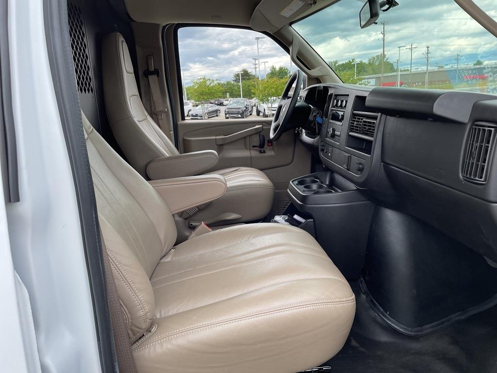 2017 Chevrolet Express 2500, Empty Cargo Van #1K5298 - photo 31