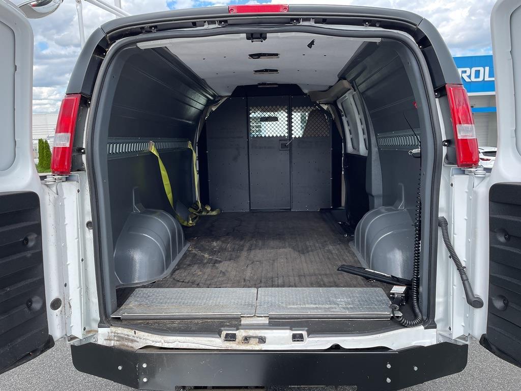 2017 Chevrolet Express 2500, Empty Cargo Van #1K5298 - photo 2