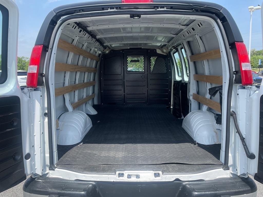2019 Chevrolet Express 2500 4x2, Empty Cargo Van #1K5299 - photo 2