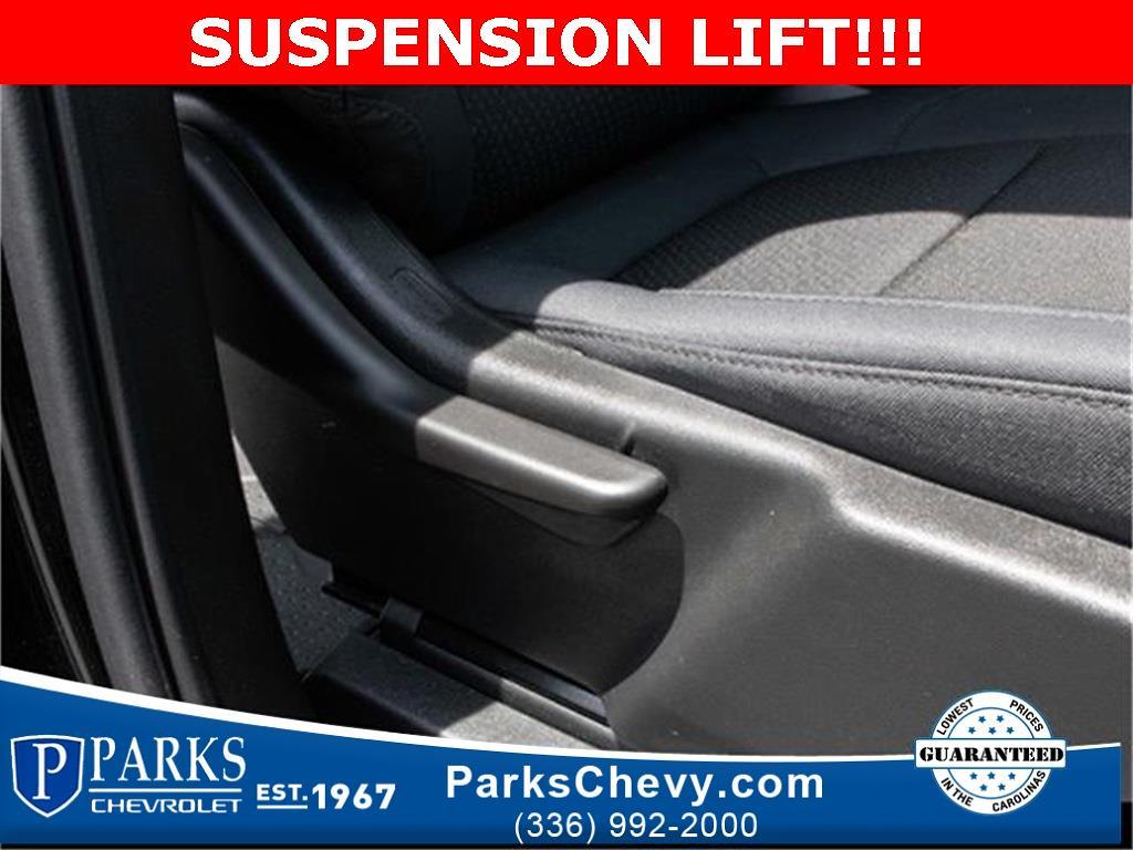 2020 Chevrolet Silverado 1500 Crew Cab 4x4, Pickup #1K5334 - photo 33