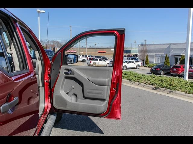 2018 Frontier Crew Cab 4x4, Pickup #245370A - photo 34