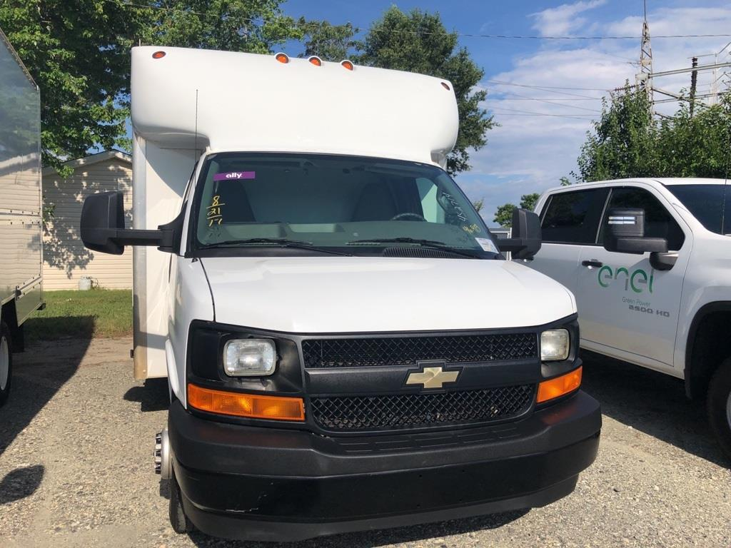 2017 Chevrolet Express 4500, Cutaway Van #4S2714 - photo 6