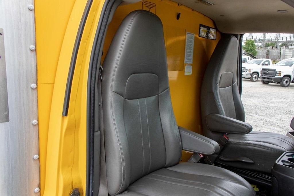 2015 Savana 3500 4x2, Cutaway Van #5K4203 - photo 27