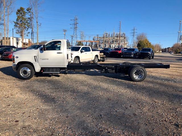 2019 Chevrolet Silverado 6500 Regular Cab DRW 4x2, Cab Chassis #FK9569 - photo 3