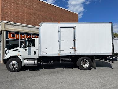 2013 International DuraStar 4300 4x2, Dry Freight #5K5140 - photo 2